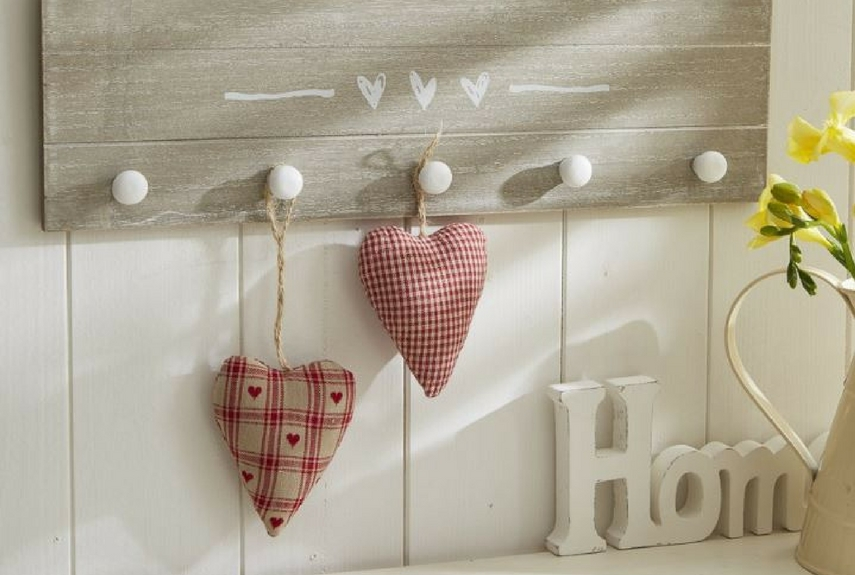Valentine's day home decor Hearts Wooden 5 Peg Rail – Live Laugh Love