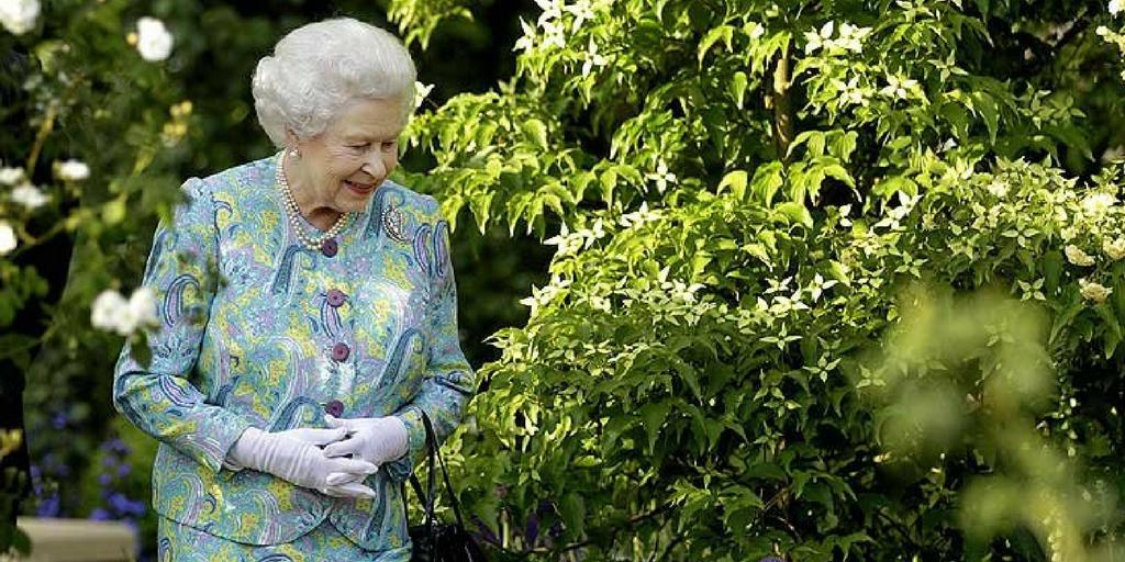chelsea flower show 2017 queen elizabeth II