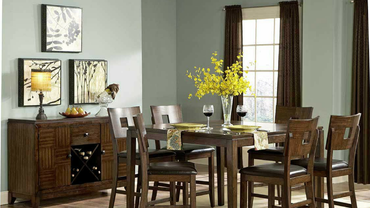 dining room with a pretty flower arrangement like a luxury hotel