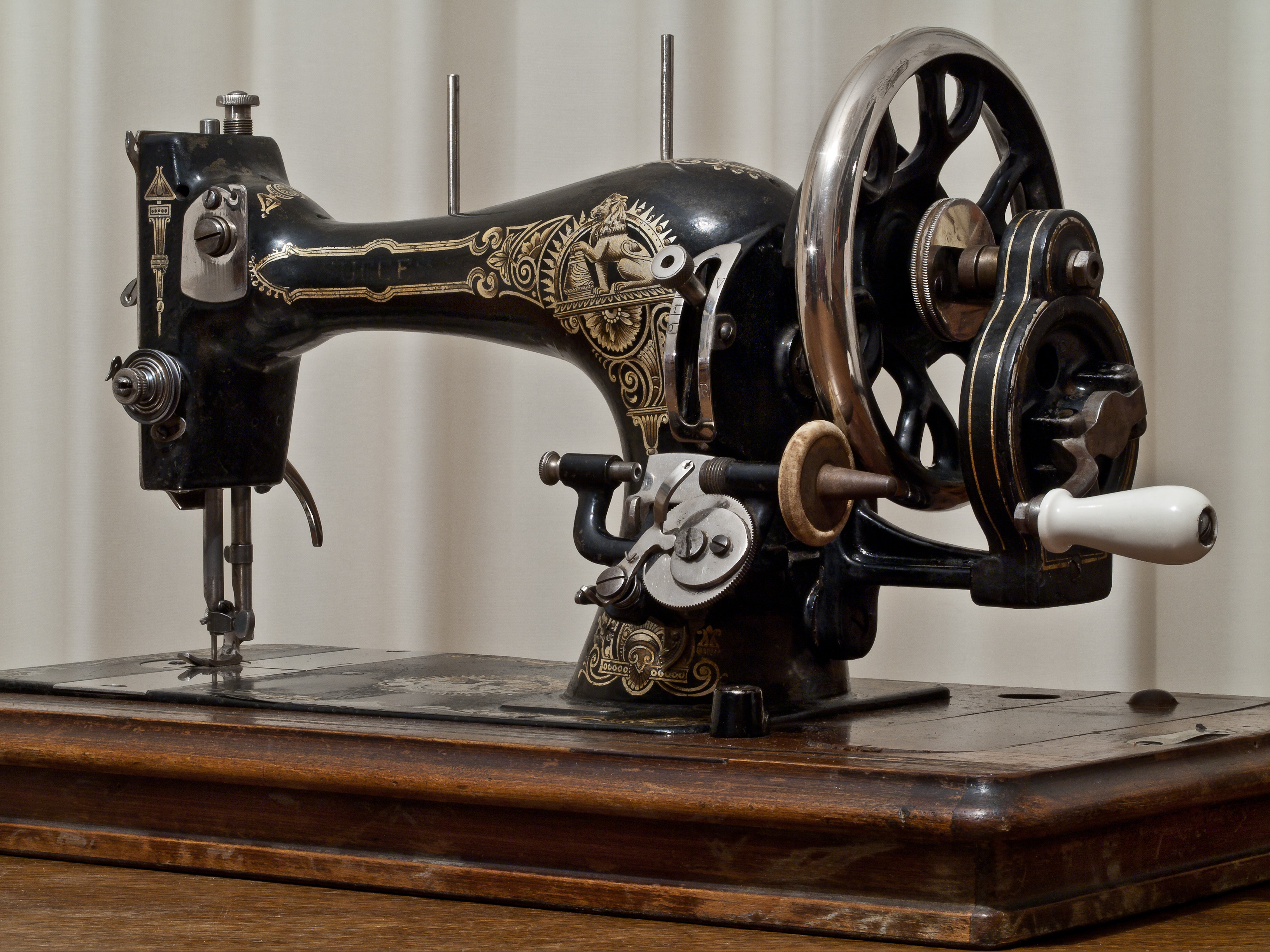 old fashioned industrial style sewing machine