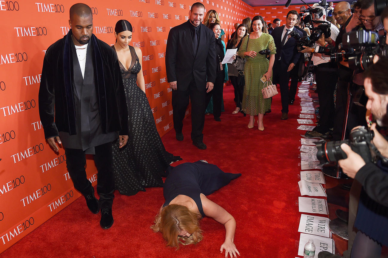Kim and Kanye west on the red carpet with amy schumer making herself look stupid in front of them