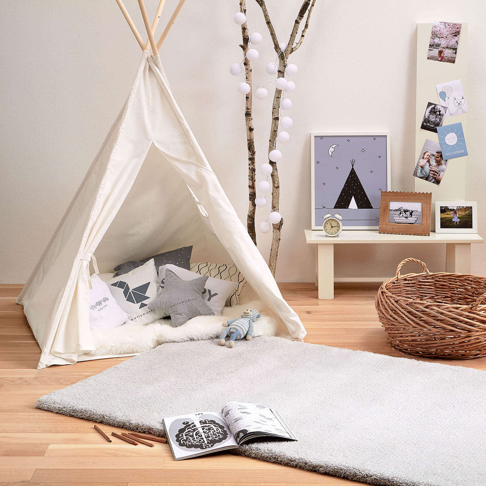 woodland theme decor in a toddler's bedroom