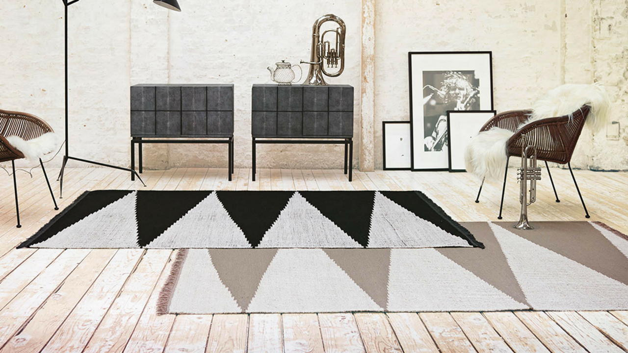 Smart Triangle Rug 0002 01 by Carpets & Co in Black and White