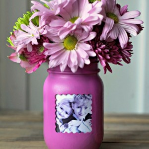 Mother's Day Turn A Mason Jar into A Frame Vase