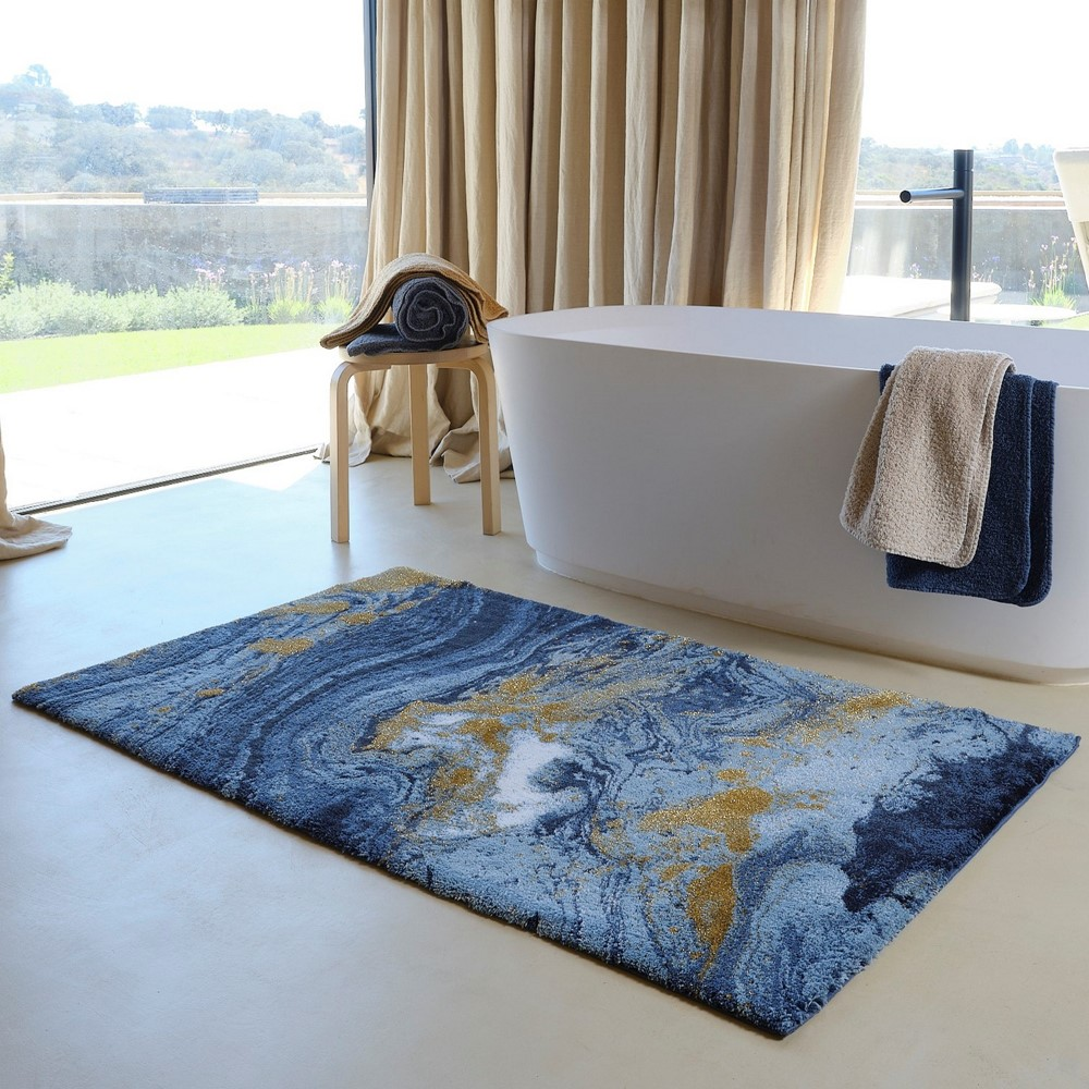 marble bathmat in a neutral bathroom with natural light and big windows